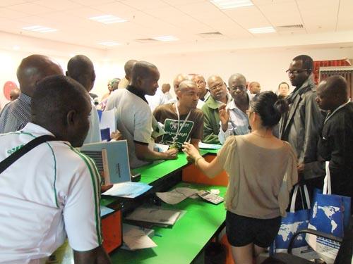 热泵市场 尼日利亚政府官员参观桐乡国际新能源市场